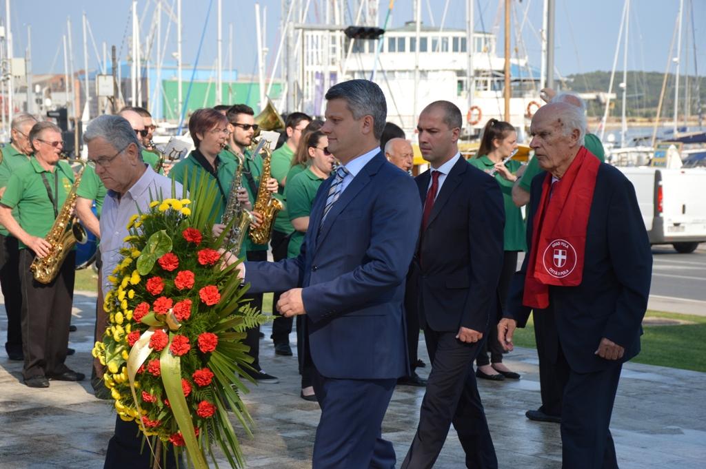LokalnaHrvatska.hr Pula Polaganjem vijenaca obiljezen Dan antifasisticke borbe