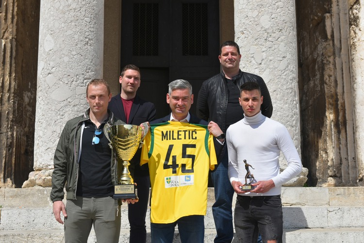 Gradonačelnik Boris Miletić održao prijem za Malonogomenti klub Futsal Pula koji je i ove godine osvojio naslov prvaka
